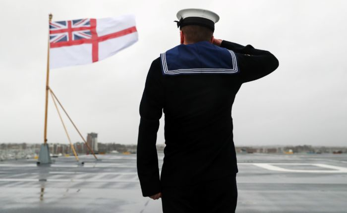 Un soldat de la Royal Navy