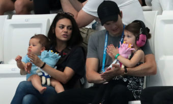mila kunis ashton kutcher enfants confinement