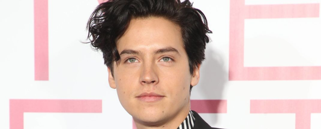 cole sprouse agression sexuelle